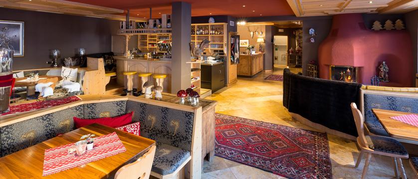 italy_dolomites_selva_hotel-somont_bar-lounge-area.jpg